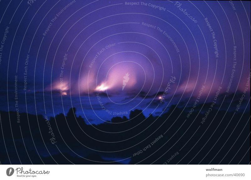 Lava rinnt ins Meer Sonnenuntergang Hawaii Nacht Vulkan Brand Mauna Kea Wasserdampf Dämerung wolfman wk@weshotu.com