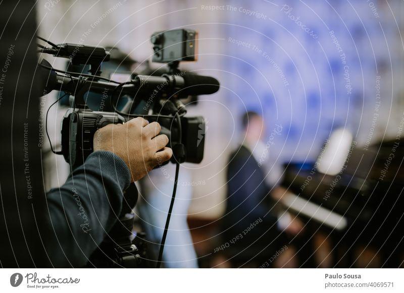 Ereignis der Nahaufnahme mit der Videokamera Schießen schießen Veranstaltung Konzert Übertragung Rundfunksendung live Farbfoto Fotokamera Technik & Technologie