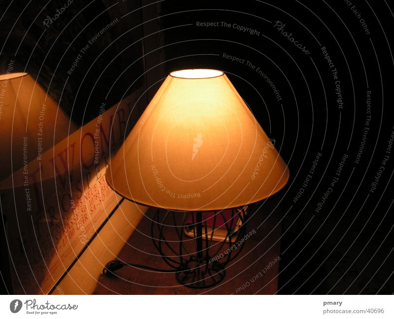 Dimmer Lamp Lampe halbdunkel gelb Warmes Licht Romantik Häusliches Leben Abgedunkelt Regenschirm