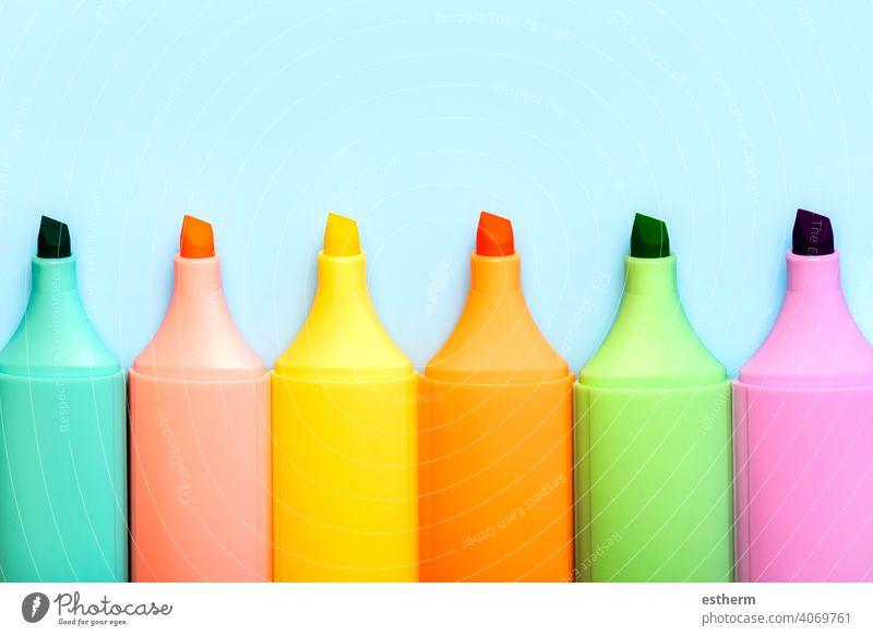Textmarker farbige Marker Stifte niemand Muster schreibend Licht fluoreszierend Färbung Raum Menschengruppe Palette Sammlung Linie lebhaft mehrfarbig Kunst