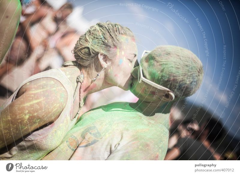 kiss me Mensch Frau Mann Jugendliche Farbe Erwachsene Junger Mann 18-30 Jahre Liebe Leben Gefühle feminin Farbstoff Feste & Feiern Paar Party