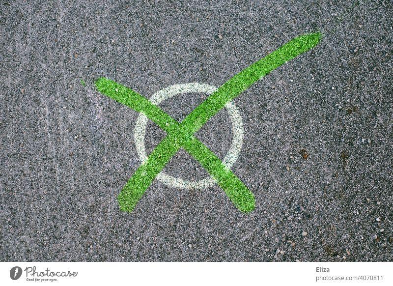 Angekreuzt: Grün wählen für Umweltschutz und Klimapolitik. Wahlen Kreuz angekreuzt die Grünen Stimmzettel Bundestagswahlen Umweltpolitik umweltfreundlich vegan