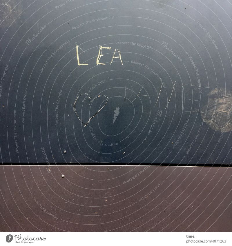 Vornamen | Lea Name wand hauswand metall geritzt herz liebe romantisch fußball abdruck Oberfläche schrift text grafitti bauelement mädchenname botschaft