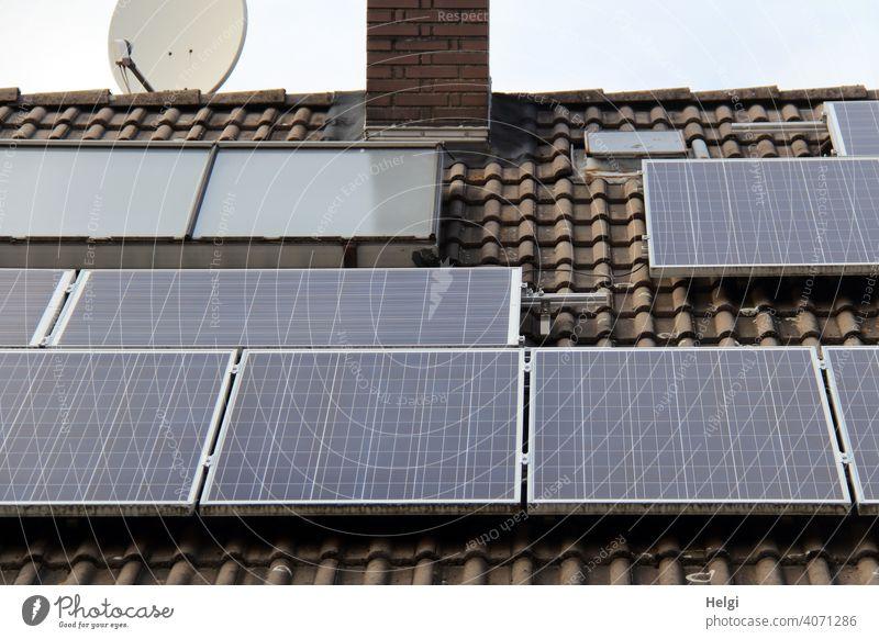 Photovoltaikanlage auf dem Dach eines Hauses II Strom Stromversorgung Energiegewinnung Sonnenenergie erneuerbare Energie Energiewirtschaft Technik & Technologie