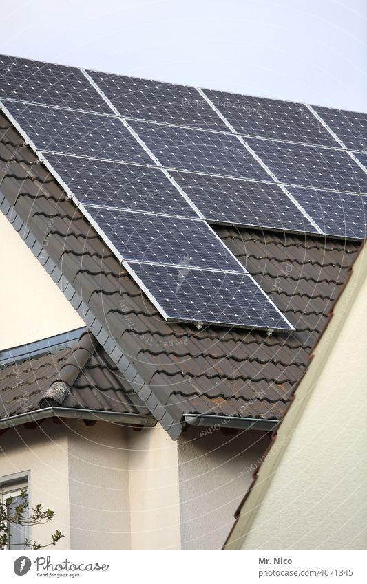 Solarzellen - Photovoltaik auf dem Dach Haus Solarenergie dachpfannen heizen co2 energieverbrauch umweltschonend Energieversorgung Heizung unabhängig effizent