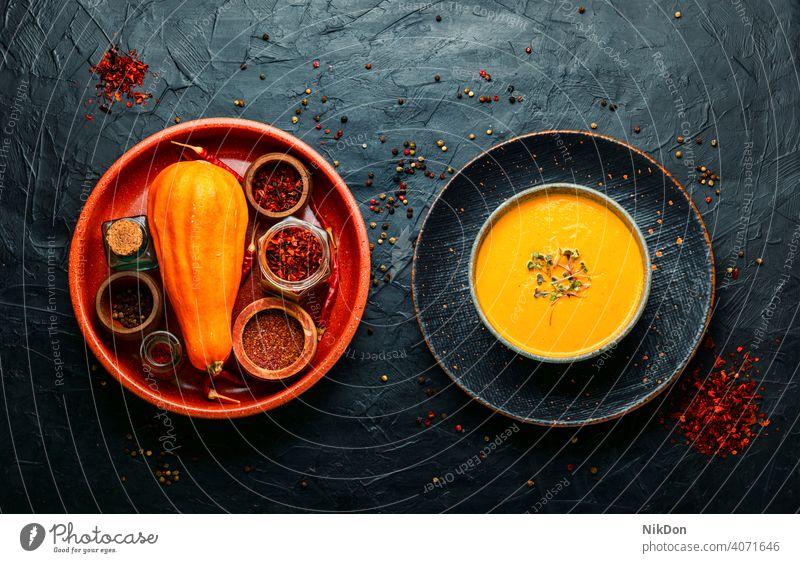 Herbst-Kürbis-Creme-Suppe, hausgemachtes Essen Squash Kürbissuppe Gemüse Rahmsuppe Schalen & Schüsseln Püree Veganer herbstlich Lebensmittel Sahne Gesundheit