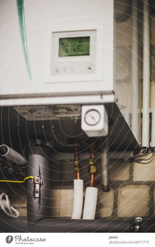 Heizungsregler oder Steuergerät einer Luftwärmepumpe | ökologische, nachhaltige, moderne und umweltfreundliche Heizung Heizungsregelung Wärmepumpe
