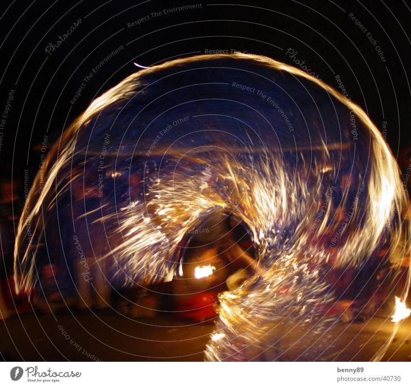 feuerwirbel Nacht jonglieren Zirkus Freizeit & Hobby Brand Reaktionen u. Effekte Verwirbelung Gaukler seilhüpfen