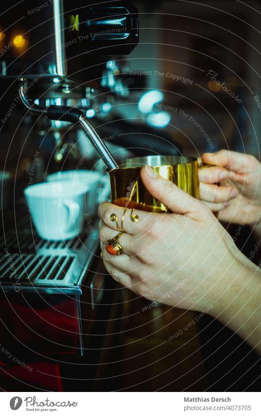 Kaffeegold Café Milch milchschaum Latte Macchiato Kaffeepause Getränk Heißgetränk Detailaufnahme