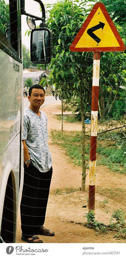 Wegweiser Verkehr Bus Kurve Wegweiser Orientierung Straßennamenschild Vietnam Richtungswechsel