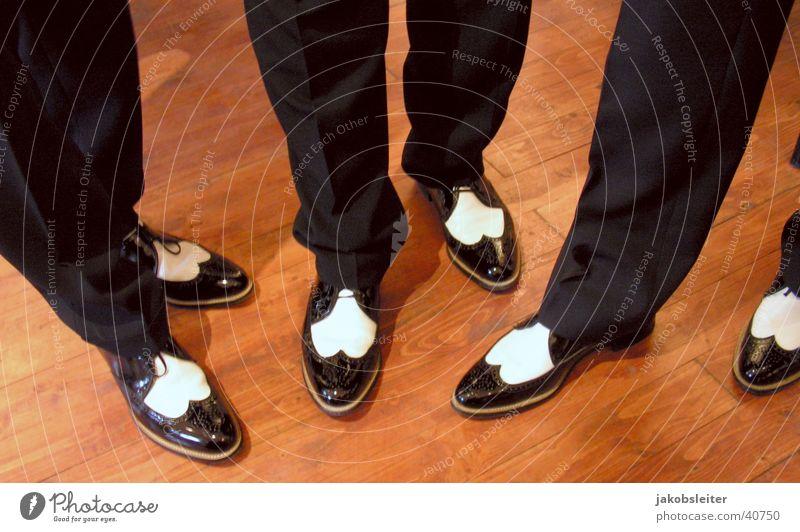 Oldies unter sich Menschengruppe Schuhe Beine Musiker Rhythmus Zwanziger Jahre