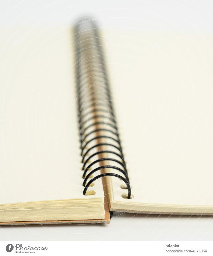 offenes Spiralnotizbuch mit leeren weißen Blättern Page blanko Papier Schot Hinweis Notebook Büro Tagebuch Spirale Unterlage Hintergrund Notizblock Bildung