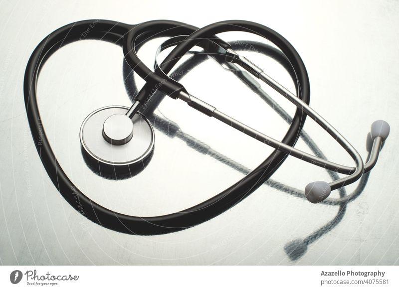 Traditionelles Stethoskop auf weißem, reflektierendem Hintergrund. Attribute kardial Kardiologie Pflege klinisch Konzept Coronavirus covid-19 Kur Schreibtisch