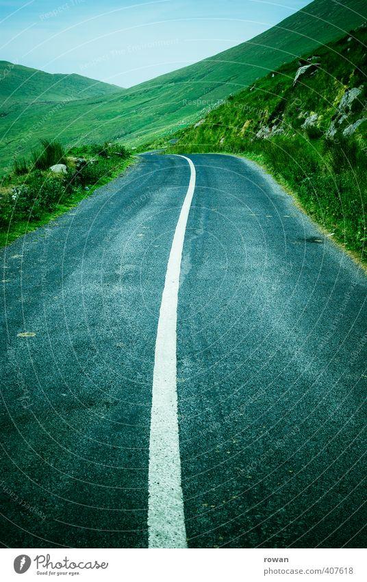 freie fahrt Gras Wiese Hügel Berge u. Gebirge Verkehr Verkehrswege Straßenverkehr Autofahren Fahrradfahren Wege & Pfade Ferien & Urlaub & Reisen Pass Linie