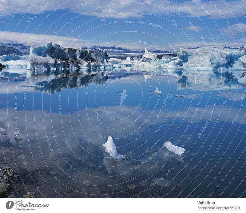 Joekulsarlon, eine Gletscherlagune auf Island ISLAND Eis Wasser Schnee Eisberg Gletschersee Gletscherwasser Gletscherfluss Gletschereis europa nordeuropa