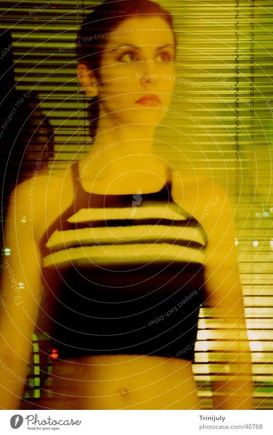Yellow I gelb Frau Langzeitbelichtung Porträt verwaschen Stil Cross Colour