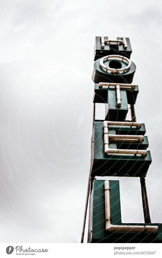 altes HOTEL Neon-Schild Schilder & Markierungen Neonlicht Neonlampe Lampe Hinweisschild Menschenleer Schriftzeichen Farbfoto Buchstaben Typographie