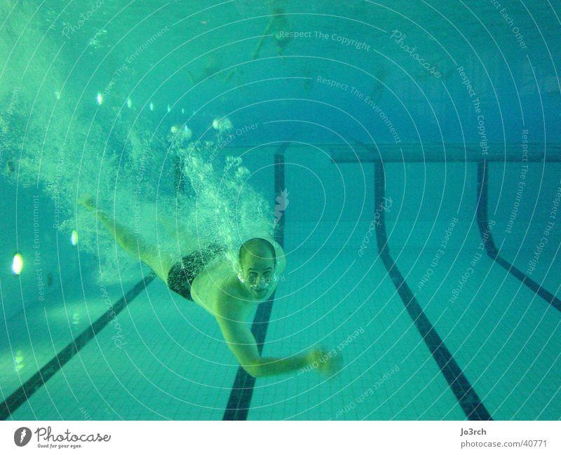 Unter Wasser Schwimmbad tauchen Freizeit & Hobby Atem Mann Sport blasen