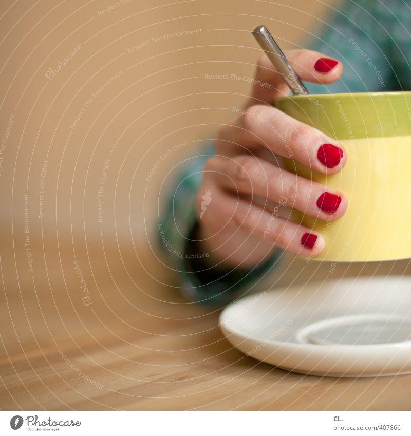 kaffeepause Getränk trinken Heißgetränk Kaffee Tasse Löffel Häusliches Leben Mensch feminin Frau Erwachsene Hand Finger 1 18-30 Jahre Jugendliche 30-45 Jahre