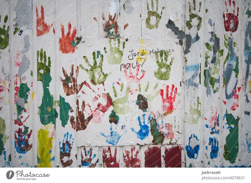 Vornamen | Jordi Hand in Hand Abdruck berühren viele Gesellschaft (Soziologie) Kreativität Inspiration Wand Zusammensein Partizipation Farbenspiel Teamwork