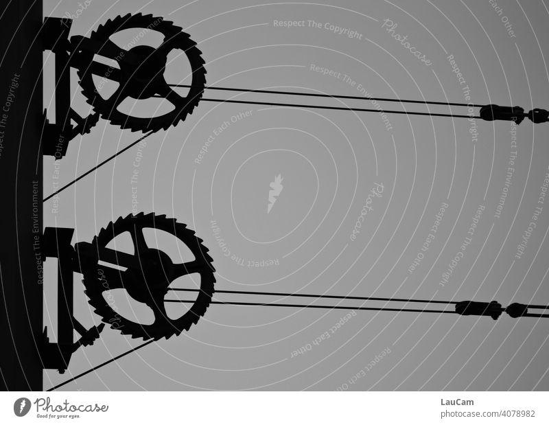 Zahnräder und Oberleitung der Berliner Tram Zahnrad Oberleitungen Strom abstrakt Technik & Technologie Maschine Metall Mechanik Rad Getriebe mechanisch