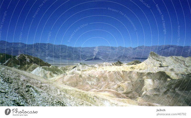 Death Valley Death Valley National Park Ferien & Urlaub & Reisen wandern USA Zabrisky Point Wüste Blauer Himmel