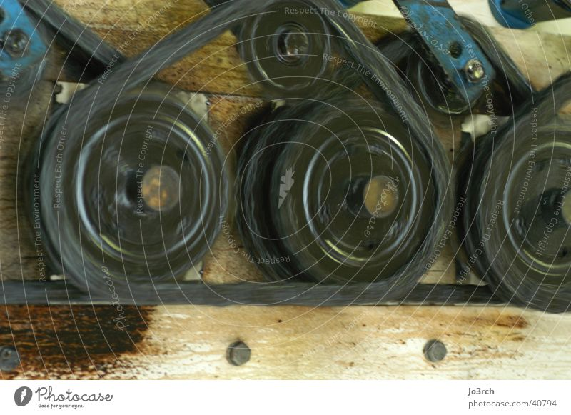 Motion klein Metall groß Industrie Kette Maschine Rolle Produktion rotieren Zahnrad Mechanik Antrieb Schraubenmutter transferieren Stahlkonstruktion schmierig