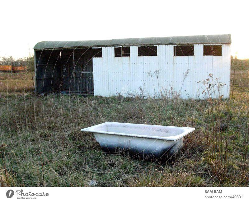 Blechwagon und Badewanne 01 Haus Wiese Dinge Versteck Sinti Siedler von Catan
