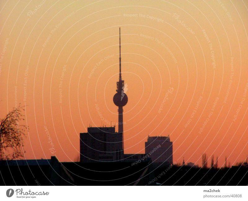 Fernsehturm im Feuersturm Berlin Aussicht Abenddämmerung Berliner Fernsehturm Fototechnik