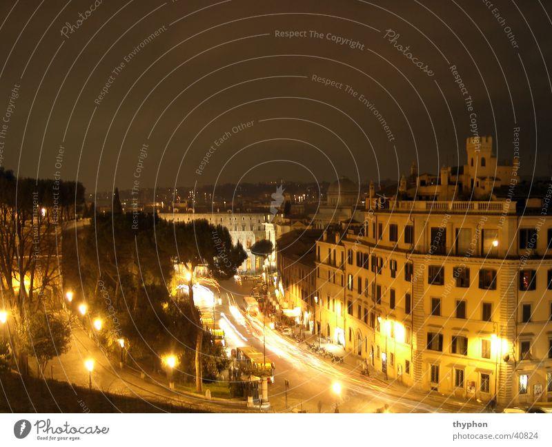 Rom bei Nacht Stadt Italien Langzeitbelichtung Europa Licht Straße