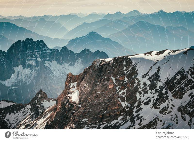 Panoramablick von der Zugspitze III Schneelandschaft Strukturen & Formen Österreich Umweltbilanz Umweltsünder Zerstörung Gletscher Schneebedeckte Gipfel Felsen