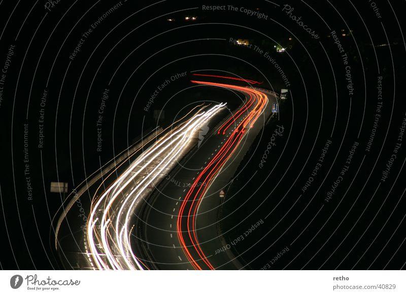 lichtspuren Autobahn Leuchtspur Langzeitbelichtung weiß rot Rücklicht Scheinwerfer s-kurve