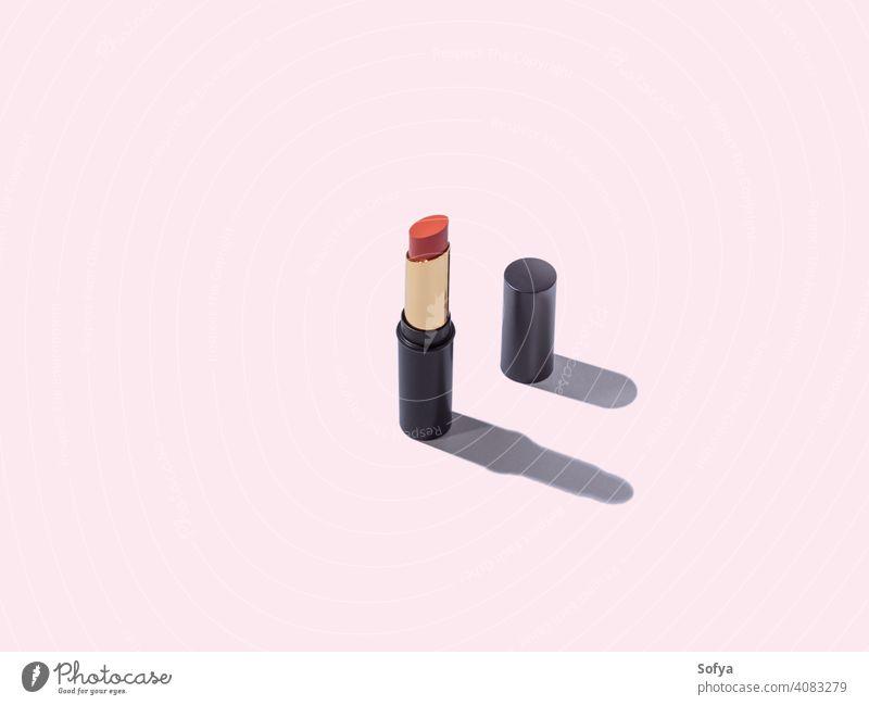 Öffnen Sie rote nackte Lippenstift Make-up-Paket auf rosa Hintergrund Geometrie Produkt Kosmetik Tube weiß Schönheit machen orange diagonal geometrisch offen