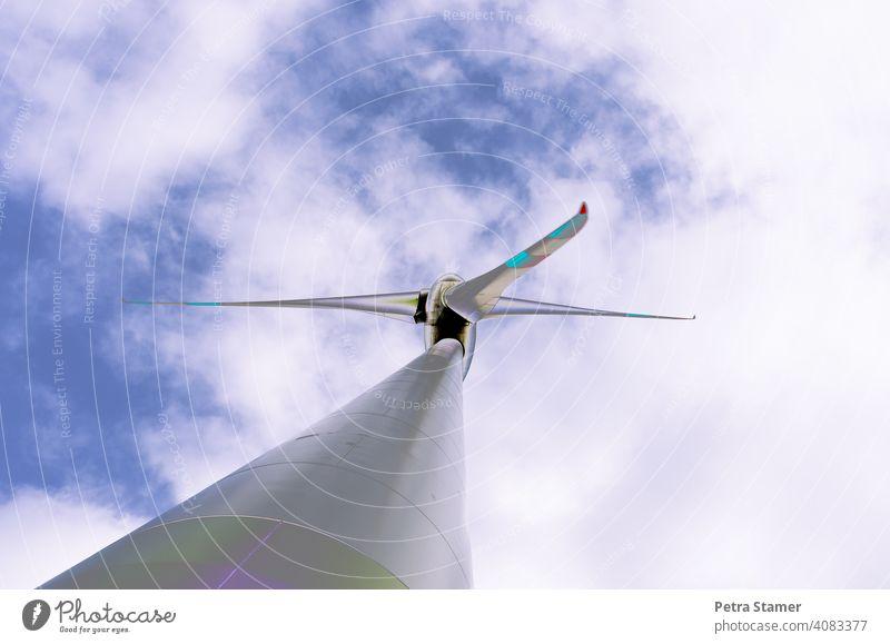 Windrad -Wolken Windkraft Windkraftrad Windenergie Windmühle Ökostrom Windkraftanlage Energie Grüne Energie Erneuerbare Energie Energiewirtschaft