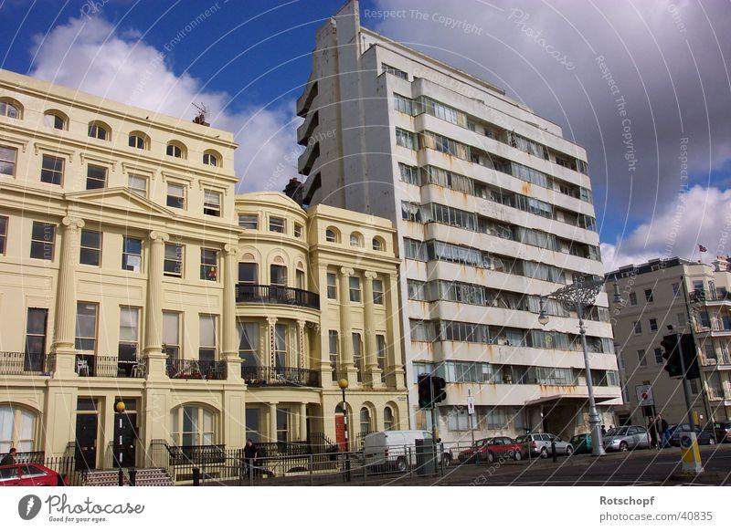 """""""Alt"""" neben """"Neu"""" England Brighton Haus verfallen Häuserzeile Architektur Kontrast englische Architektur"""