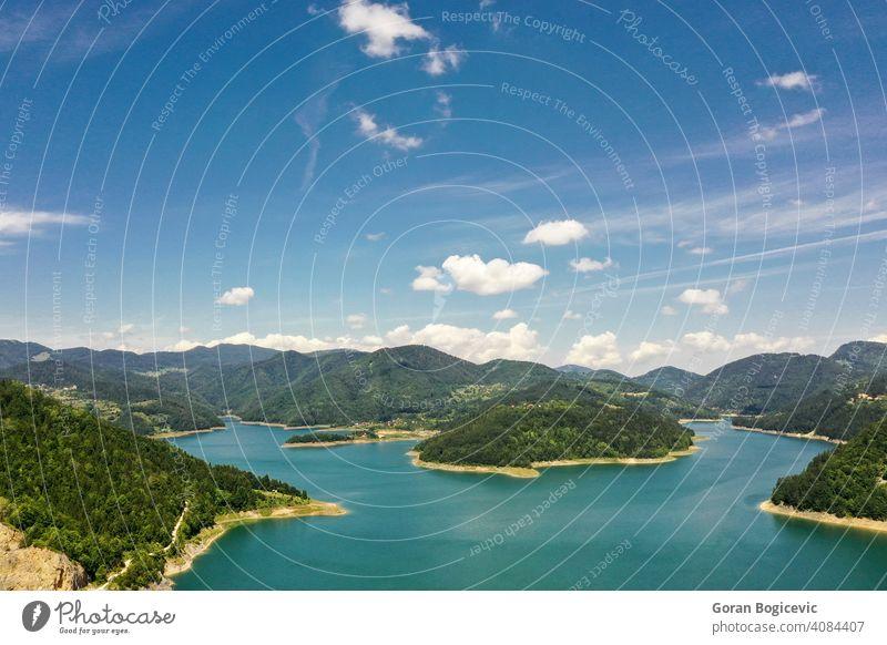 Zaovine See Blick von Tara Berg in Serbien Abenteuer Balkan schön blau Schlucht Ausflugsziel Umwelt Europa Wald traumhaft grün Horizont Landschaft