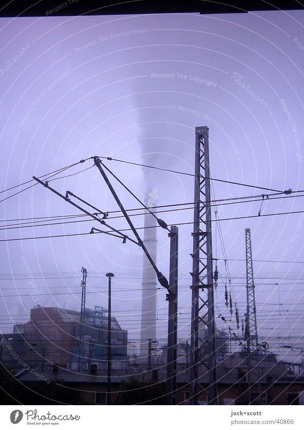 Qualm Himmel Stadt ruhig dunkel kalt Zeit Eis Regen dreckig Nebel Energie Klima Industrie Frost violett Rauchen