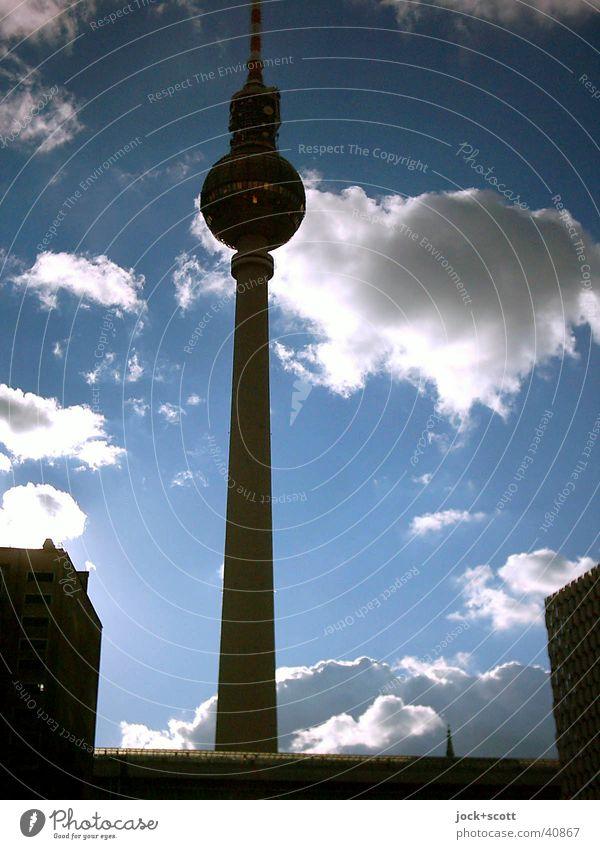 Alexanderplatz Wolken Himmel Stadt blau Farbe schwarz Umwelt Gebäude Freiheit Stimmung groß Schönes Wetter Turm rein Vertrauen lang