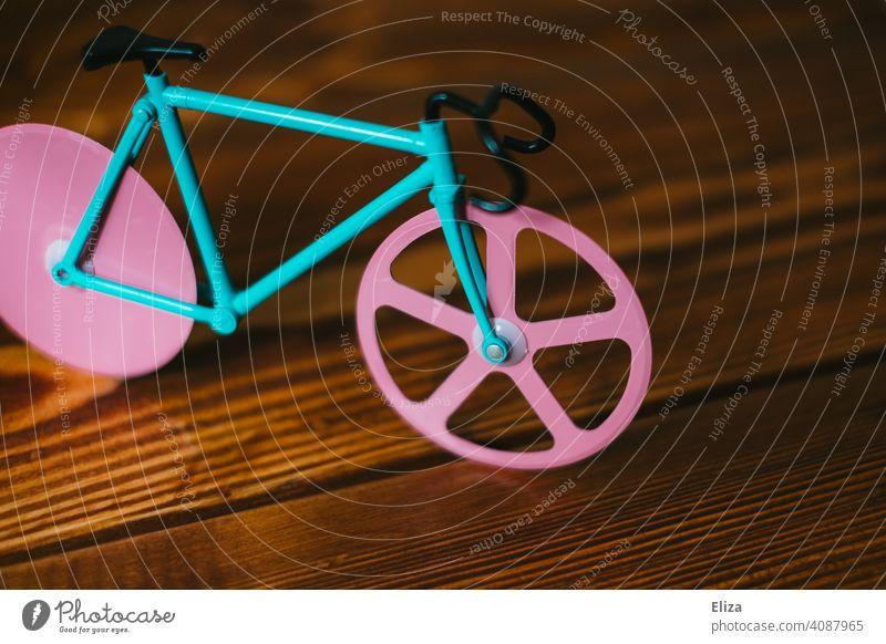 Buntes Fahrrad. Fahrradfahren Hipster Modell Miniatur pink türkis Rennrad bunt
