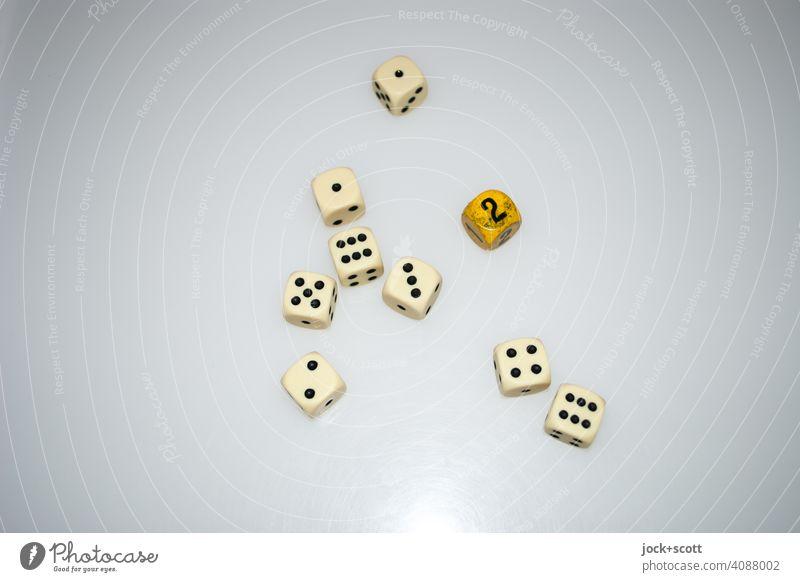 9 Würfel mit dem Ergebnis 30 Würfeln Ziffern & Zahlen Glücksspiel Spiel 6-seiten Endsumme Resultat nebeneinander Freizeit & Hobby Spielwürfel Punkte Reflektion