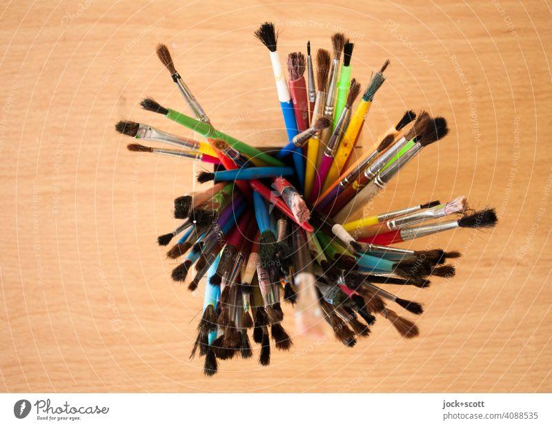 welchen dieser Pinsel nehm ich nur ... Draufsicht Malpinsel Sammlung Tischplatte gebraucht viele von oben Hintergrund neutral verschiedene Freizeit & Hobby