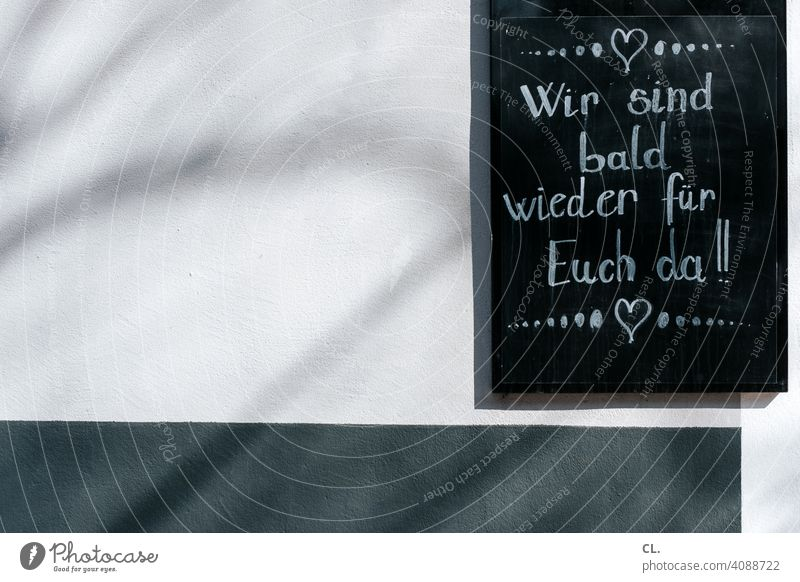 bald wieder da Pause Restaurant Café Corona-Virus Quarantäne Lockdown Schild neueröffnung wiedereröffnung Geschäft Ladengeschäft Herz Schrift Tafel Typographie