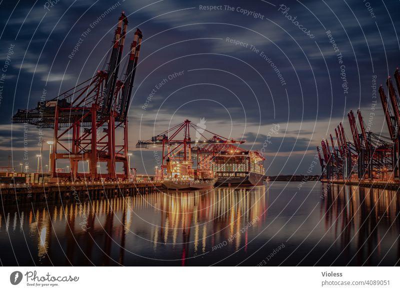 Nachts in Hamburg - Burchardkai Hafen Terminal Container Lichter Langzeitbelichtung Krahn Schiff Containerschiff Schifffahrt dunkel beladen entladen löschen