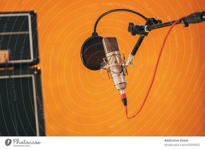 Professionelles Studiomikrofon Mikrofon Aufnahme Silber Pop vereinzelt Klang Jockey Industrie Mitteilung Radio Gesang Karaoke Atelier professionell Kabel