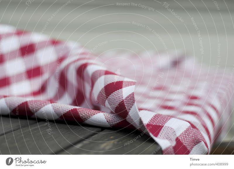 rot-weiß karierte Tischdecke grau braun Stoff Tischwäsche Holztisch