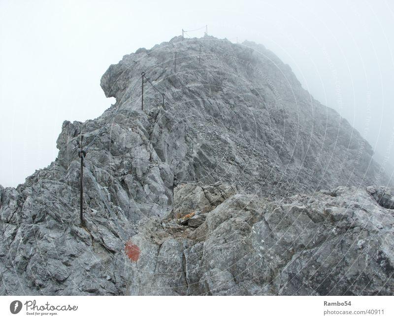 Der Weg Berge u. Gebirge Heilbronner Weg bei Oberstdorf ca. 2400m Höhe 7 Grad Nebel böiger Wind bis 40 Km/h