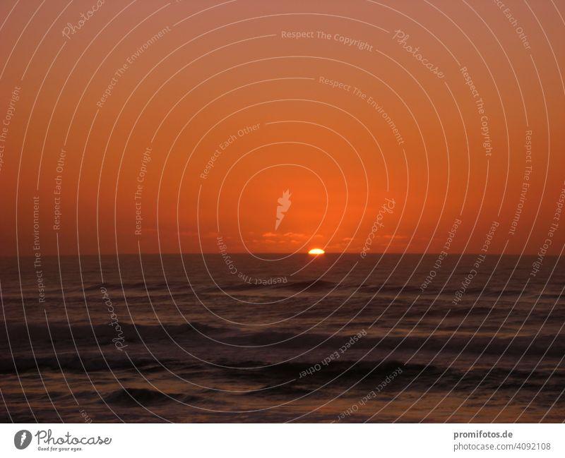 Sonnenaufgang an der Westküste Australiens. / Foto: Alexander Hauk morgenrot sonne licht dämmerung meer australien urlaub reisen freizeit tourismus wasser