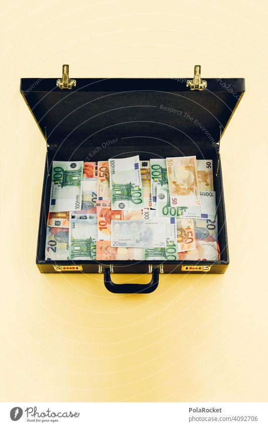#A0# Sicherheitskontrolle. Öffnen Sie bitte Ihren Koffer! gewinnausschüttung gewinnen Gewinnspiel Gewinner pokerkoffer Poker Investierung Investment investieren
