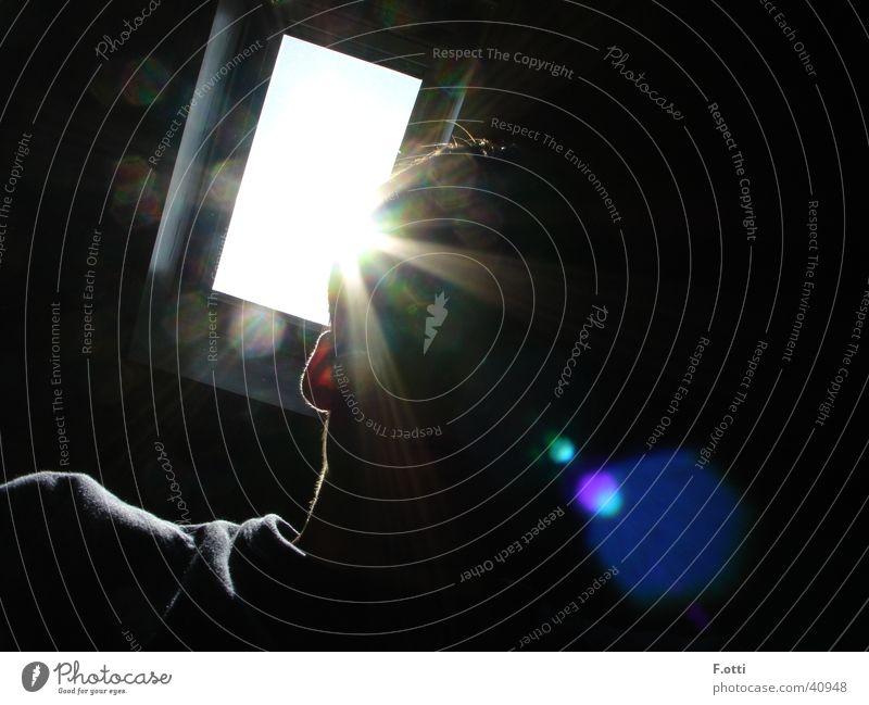 Misteriöses Portrait Fotokamera Gegenlicht dunkel Sonnenstrahlen Mann Mensch