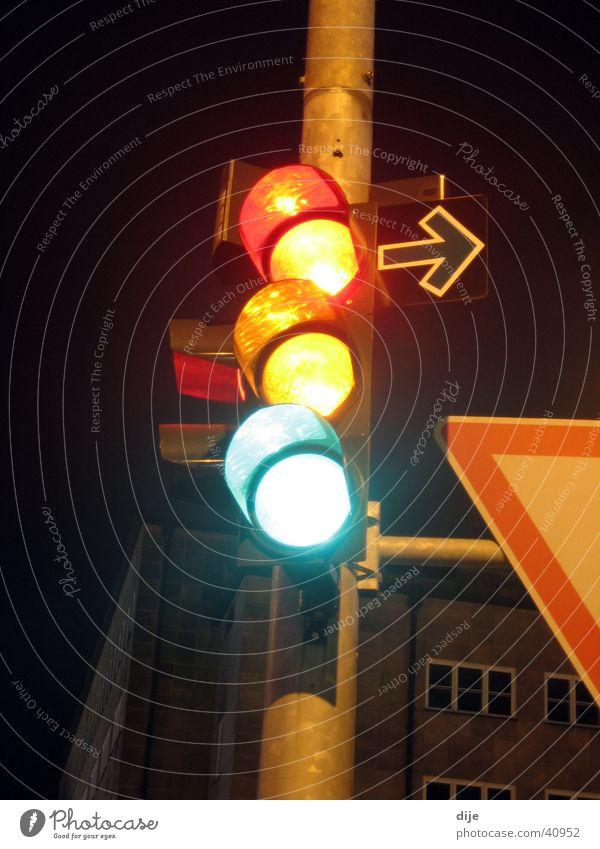 ROT - GELB - GRÜN Ampel rot gelb grün Nacht dunkel Langzeitbelichtung Langzeitbelichung Mischung Ampelphase